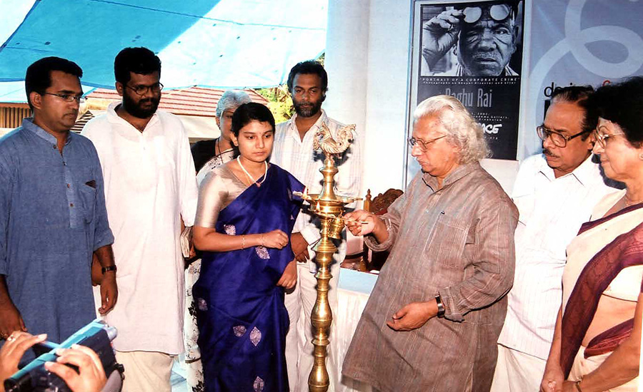 Adoor Gopalakrishnan lights the lamp in memory of those who died in the 1984 Bhopal gas tragedy.